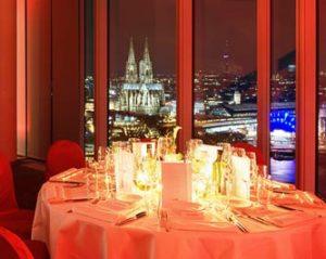 Die wunderschöne 27 Etage vom KölnSKY mit Ausblick auf den Kölner Dom!
