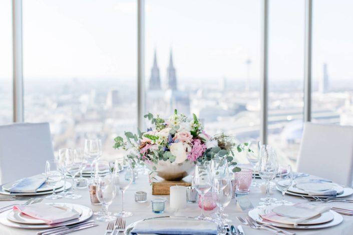 Luftig leichte und doch sehr edle Dekoration und unser einzigartiger Blick auf die schönste Kirche von Köln!