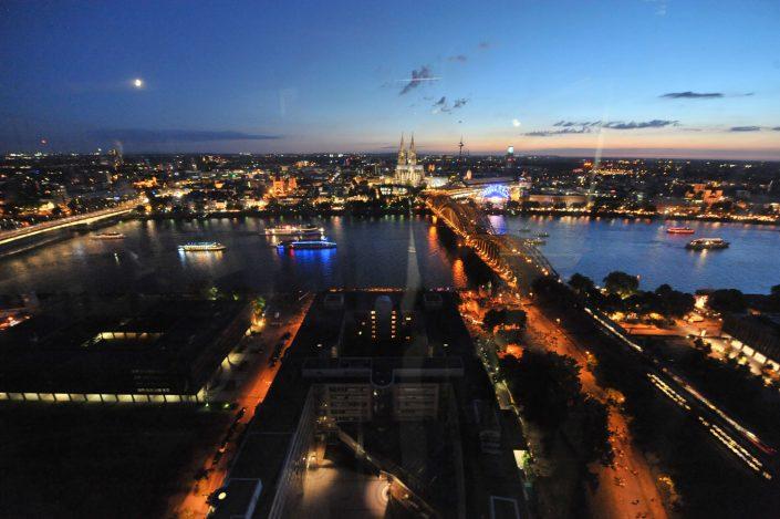 Die Kölner Lichter kann man in der Tat nirgends besser sehen als bei uns im KölnSKY.