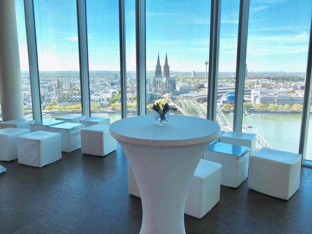 Sie suchen eine Location für Ihre Tagung in Köln? Erleben Sie großartige Events über den Dächern der Stadt im KölnSKY.