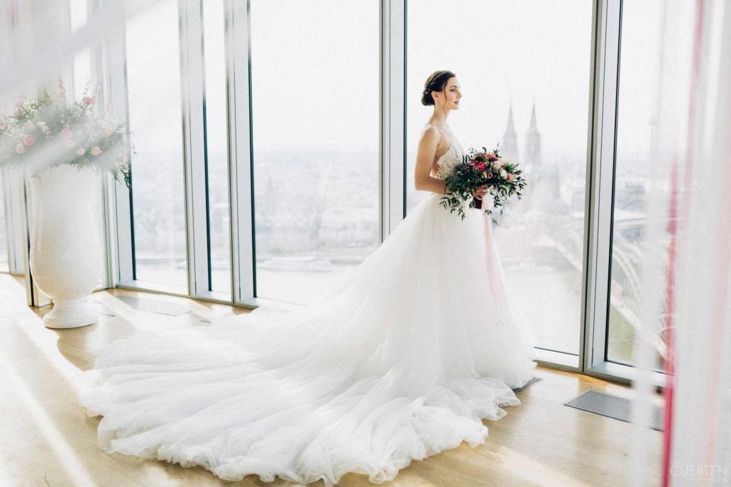 Bei Ihrer Hochzeit im KölnSKY ist der Dom Ihr Trauzeuge.