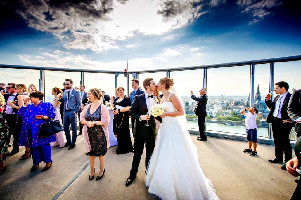 Hochzeitsfeier auf Wolke 7: Ein Menu mit bester Aussicht in der Eventlocation KölnSKY.